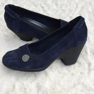 Aerosoles dark blue suede heels